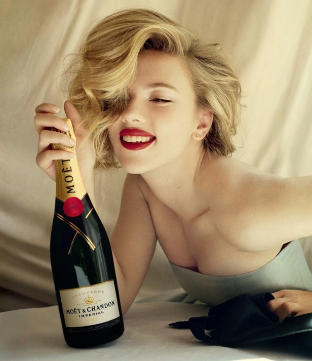 scarlett-johansson-moet-chandon-bottle2